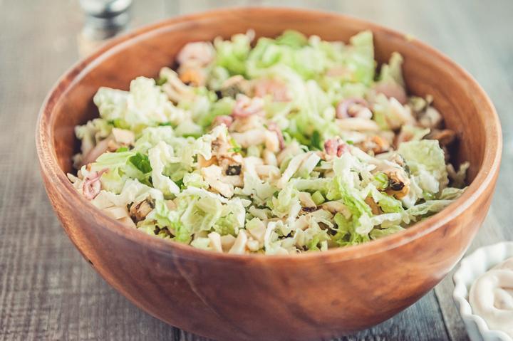 Ингредиенты рецепт очень вкусного салата с морепродуктами «морской коктейль».