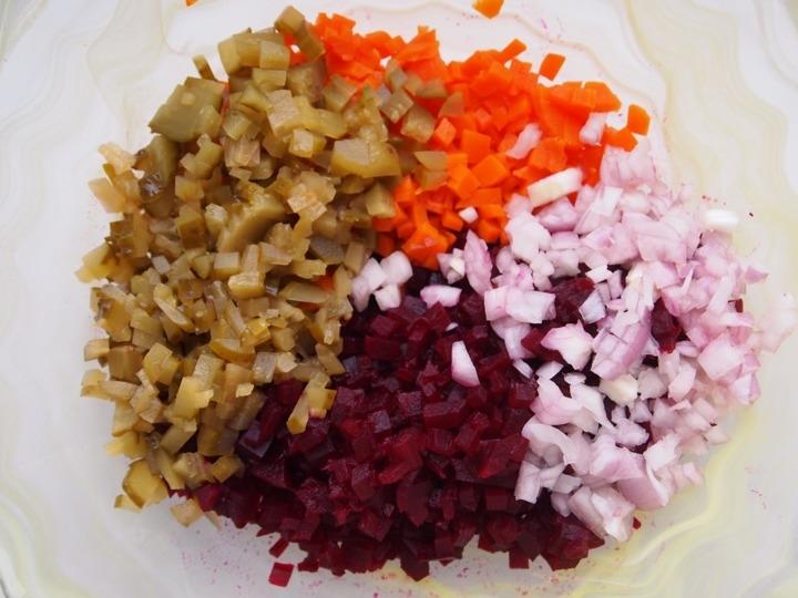 Салат из моркови картошки огурца
