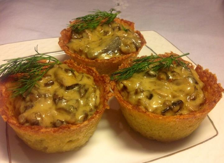 Картофель отварной — штук, грибы — грамм, сыр твердый — грамм, сыр плавленый — грамм (1 баночка), лук репчатый — штук, чеснок — зубчиков, мука — 2 ст.