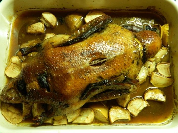 Утка с яблоками черносливом в духовке пошаговый рецепт
