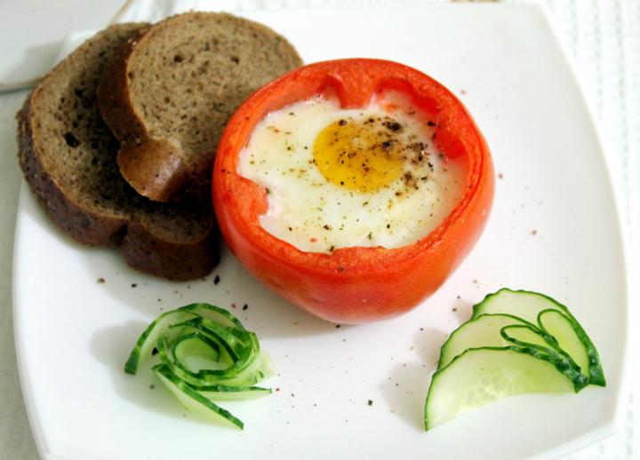 Картинки по запросу Яичница в помидорах
