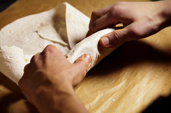 Как правильно завернуть шаверму в лаваш