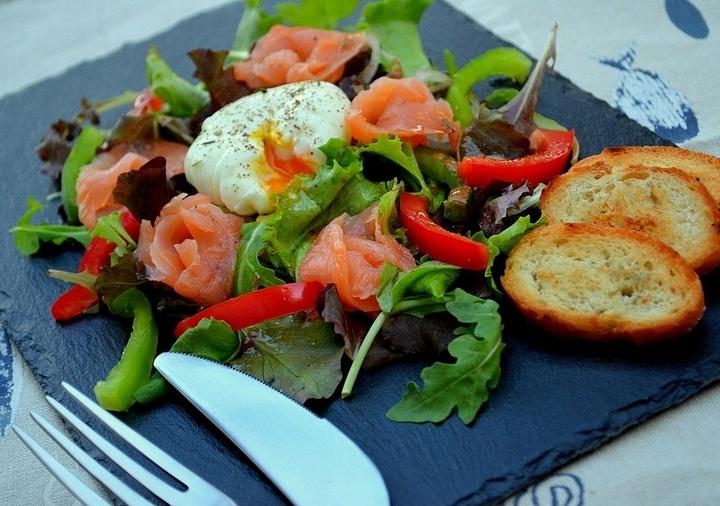 салат с яйцом-пашот рецепт с фото