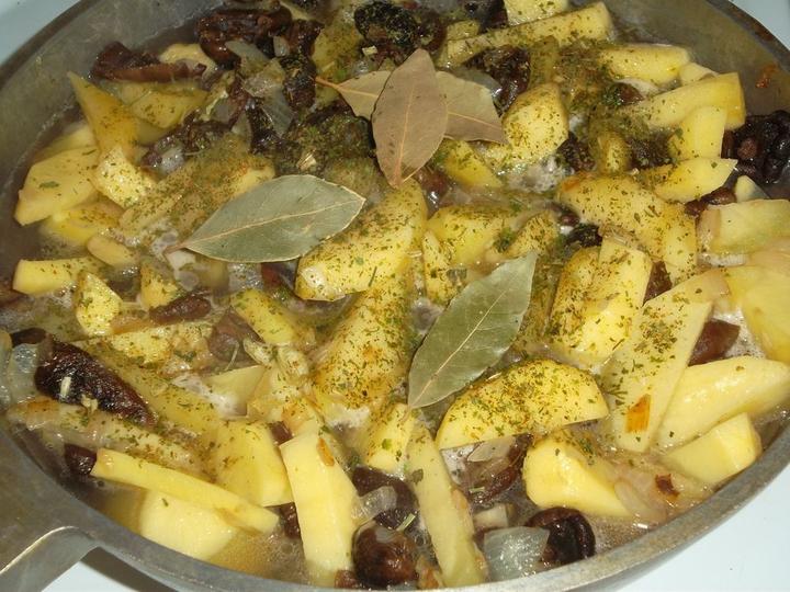 Опята в духовке с картошкой с фото