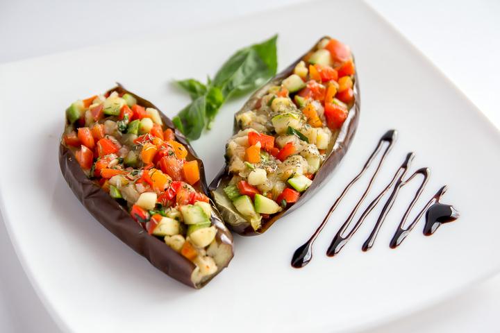 Лодочки из баклажан фаршированные овощами