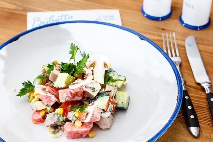 Салат с курицей и ананасами яйцо рецепт