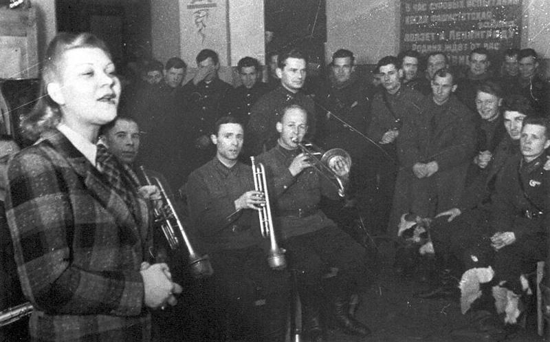 Джаз-Оркестр Под Руководством Иосифа Вайнштейна Ночь И День / Белые Хризантемы