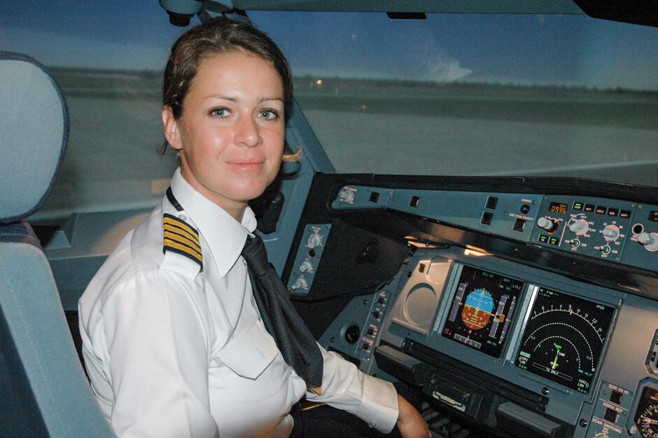 Софи Бланшард, 38 лет, Лион (Франция), стала первой женщиной-пилотом авиакомпании Etihad Airways: