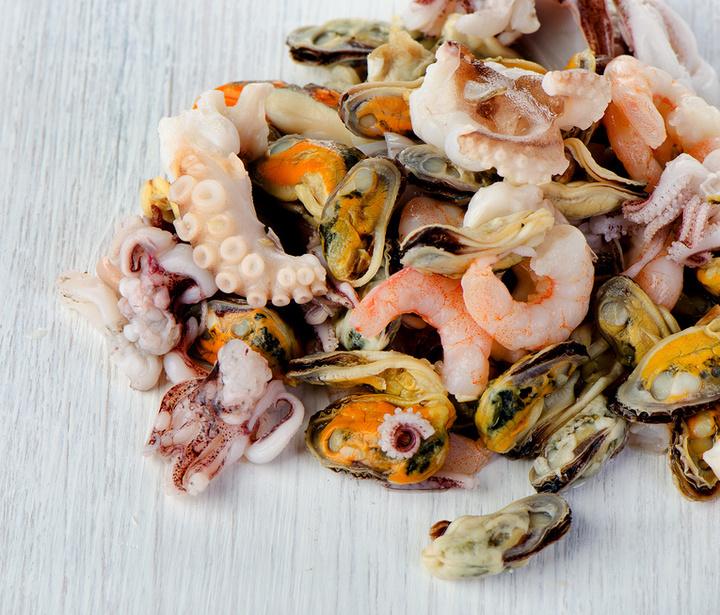 как приготовить салат из морской коктейль замороженный