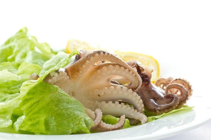 как приготовить салат из щупалец осьминога