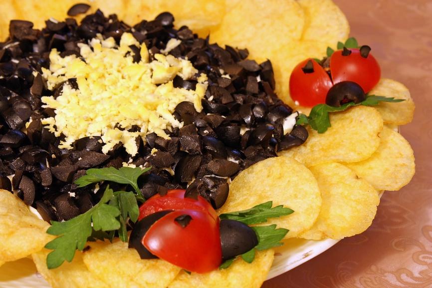 Какие чипсы лучше для салата подсолнух
