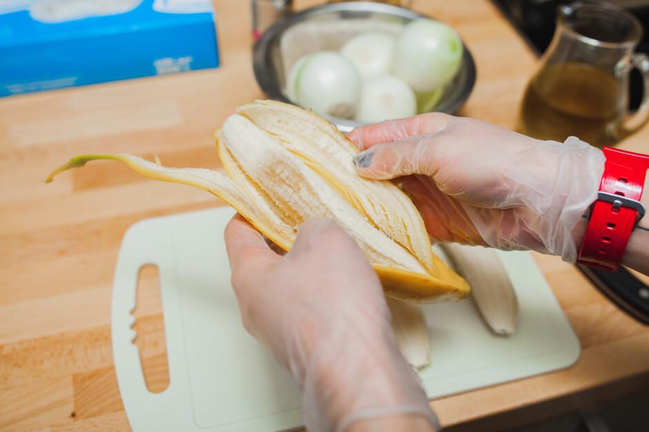 Приготовить из желатина и бананов