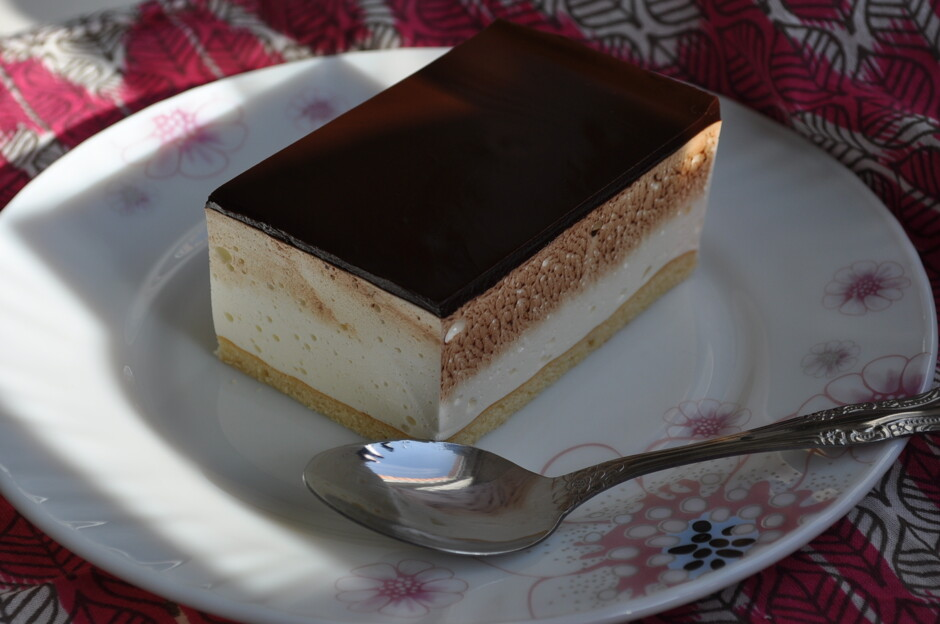 Рецепт пирога из дрожжевого теста с сайрой
