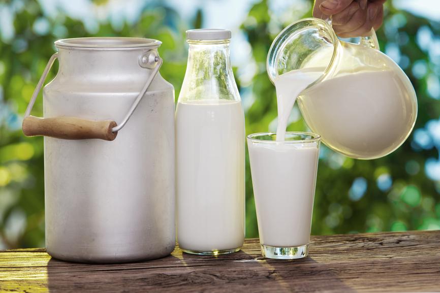 У натурального молока жирность от и до