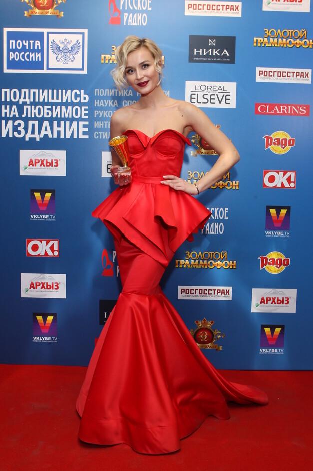 Красное платье у полины гагариной