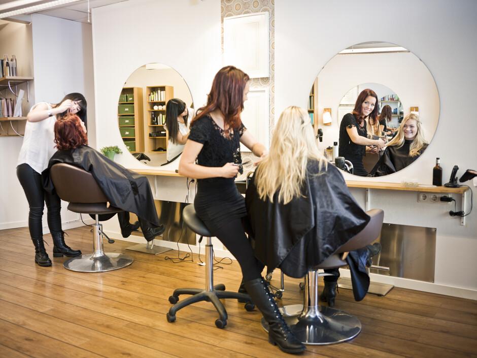 Секс с клиентом в парикмахерской фото 791-511