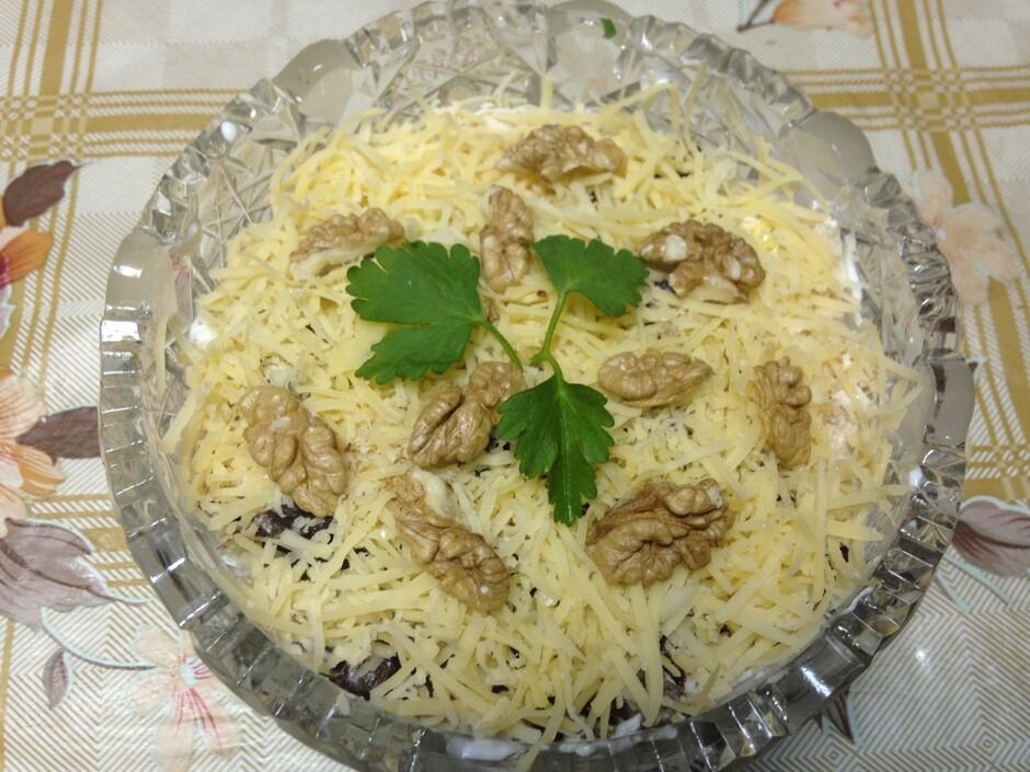 Салат нежность рецепт с курицей и черносливом и огурцом
