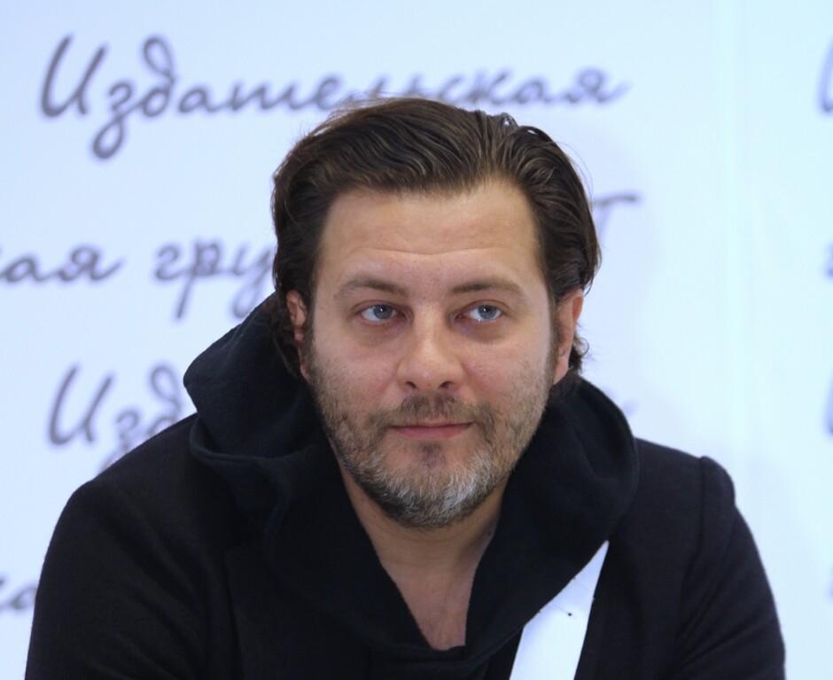 Сергей Минаев поскандалил с отелем, куда его отказались заселять без паспорта