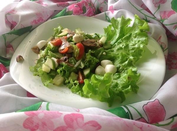 Салат целыми шампиньонами