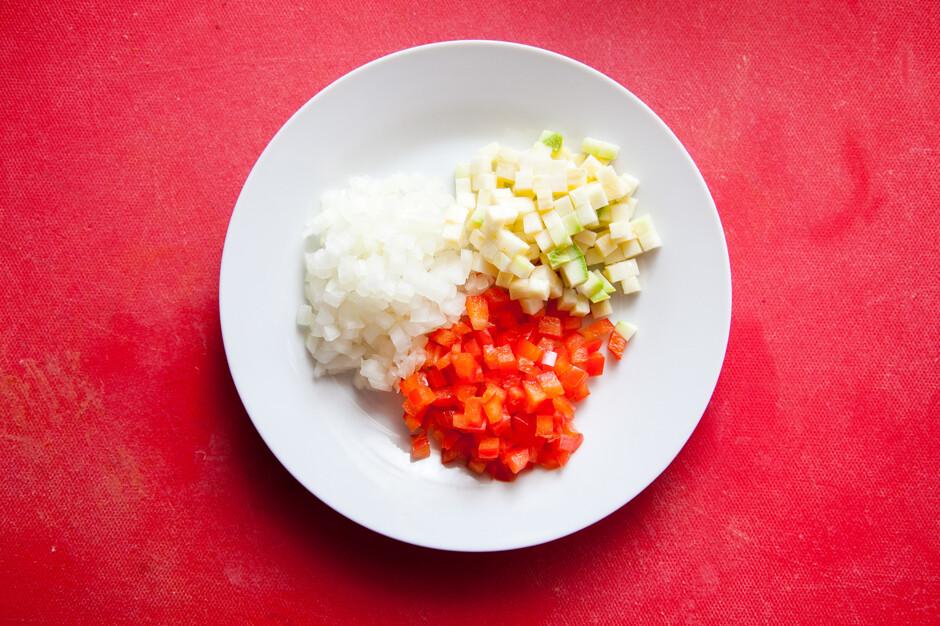 Запеченный кабачок с помидором и сыром в микроволновке