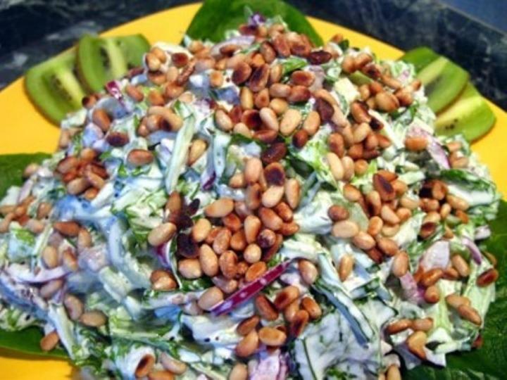 Салат с кедровыми орешками и говядиной новые фото