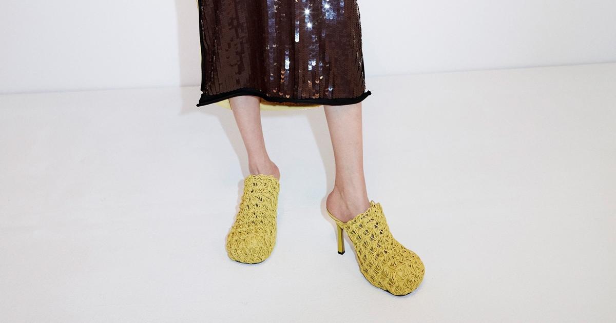 Джинсовые ботфорты и лапша: уродливая, но очень дорогая обувь, над которой смеялись в интернете